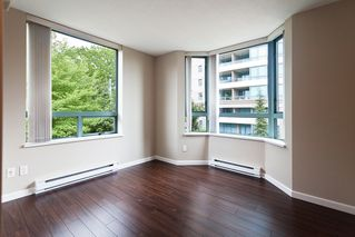 Photo 3: 6 6611 Southoaks Crescent in Burnaby: Highgate Townhouse for sale (Burnaby South)  : MLS®# V1008585