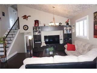 Photo 4: 23 APPLEFIELD Close SE in Calgary: Applewood Park House for sale : MLS®# C4043938