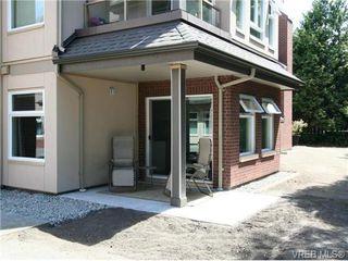 Photo 2: 101 835 Selkirk Ave in VICTORIA: Es Kinsmen Park Condo Apartment for sale (Esquimalt)  : MLS®# 735475