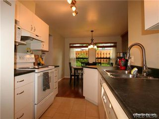 Photo 9: 101 835 Selkirk Ave in VICTORIA: Es Kinsmen Park Condo for sale (Esquimalt)  : MLS®# 735475