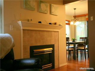 Photo 6: 101 835 Selkirk Ave in VICTORIA: Es Kinsmen Park Condo Apartment for sale (Esquimalt)  : MLS®# 735475