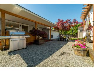 Photo 2: 9488 213 Street in Langley: Walnut Grove House for sale : MLS®# R2169405