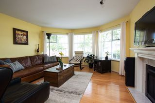 Photo 3: 7982 161A Street in Surrey: Fleetwood Tynehead House for sale : MLS®# R2172803