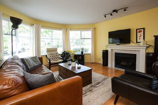 Photo 2: 7982 161A Street in Surrey: Fleetwood Tynehead House for sale : MLS®# R2172803