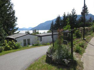 "Photo 2: 563 COPPER Drive: Britannia Beach Manufactured Home for sale in ""BRITANNIA BEACH"" (Squamish)  : MLS®# R2174336"