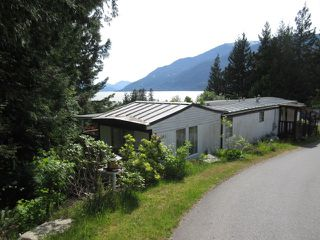 "Photo 3: 563 COPPER Drive: Britannia Beach Manufactured Home for sale in ""BRITANNIA BEACH"" (Squamish)  : MLS®# R2174336"