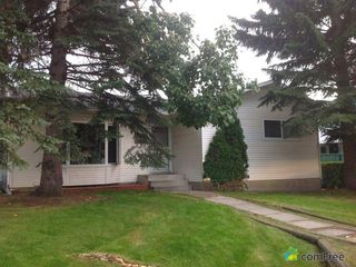 Photo 1: 651 TEMPLESIDE Road NE in Calgary: Temple House for sale : MLS®# C4126456