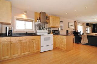"Photo 3: 278 201 CAYER Street in Coquitlam: Maillardville Manufactured Home for sale in ""WILDWOOD PARK"" : MLS®# R2206930"