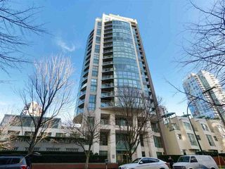 "Photo 1: 1505 907 BEACH Avenue in Vancouver: Yaletown Condo for sale in ""CORAL CRT"" (Vancouver West)  : MLS®# R2229594"