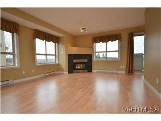 Photo 1: 8 7847 East Saanich Road in SAANICHTON: CS Saanichton Residential for sale (Central Saanich)  : MLS®# 304604