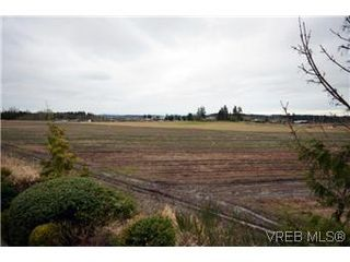 Photo 2: 8 7847 East Saanich Road in SAANICHTON: CS Saanichton Residential for sale (Central Saanich)  : MLS®# 304604