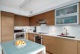 "Photo 5: 508 1635 W 3RD Avenue in Vancouver: False Creek Condo for sale in ""The Lumen"" (Vancouver West)  : MLS®# R2252692"
