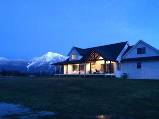 Photo 2: 5475 LOUGHEED Highway: Agassiz House for sale : MLS®# R2254247