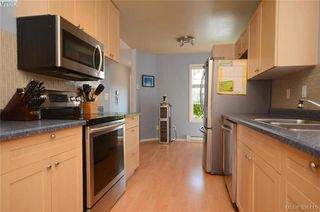 Photo 3: 3 2563 Millstream Rd in VICTORIA: La Mill Hill Row/Townhouse for sale (Langford)  : MLS®# 792182