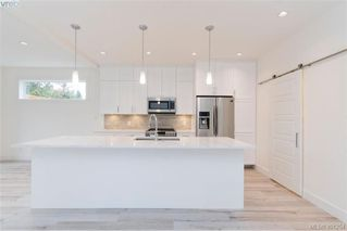 Photo 3: 1014 Golden Spire Cres in VICTORIA: La Olympic View Single Family Detached for sale (Langford)  : MLS®# 800704