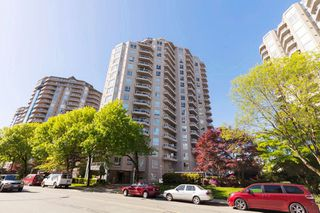 """Photo 2: 1601 1185 QUAYSIDE Drive in New Westminster: Quay Condo for sale in """"RIVIERA TOWERS"""" : MLS®# R2342426"""