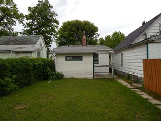 Photo 2: 514 Larsen Avenue in Winnipeg: Elmwood House for sale ()  : MLS®# 1814719