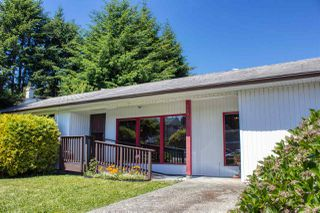Photo 1: 5808 MEDUSA Street in Sechelt: Sechelt District House for sale (Sunshine Coast)  : MLS®# R2372533