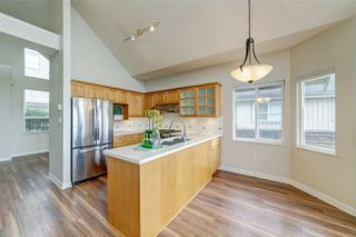 "Photo 2: 414 1485 PARKWAY Boulevard in Coquitlam: Westwood Plateau Townhouse for sale in ""Silver Oaks by Polygon"" : MLS®# R2435122"