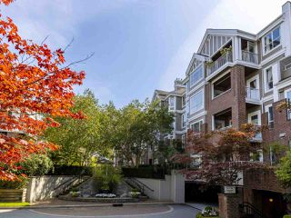 "Main Photo: 403 5760 HAMPTON Place in Vancouver: University VW Condo for sale in ""WEST HAMPSTEAD PLACE"" (Vancouver West)  : MLS®# R2439948"