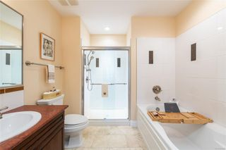 Photo 10: 404 1335 Bear Mountain Pkwy in : La Bear Mountain Condo for sale (Langford)  : MLS®# 855329