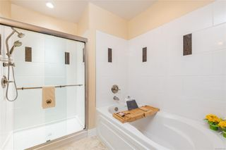 Photo 11: 404 1335 Bear Mountain Pkwy in : La Bear Mountain Condo for sale (Langford)  : MLS®# 855329