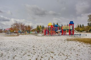 Photo 2: 232 Applewood Drive SE in Calgary: Applewood Park Detached for sale : MLS®# A1044158