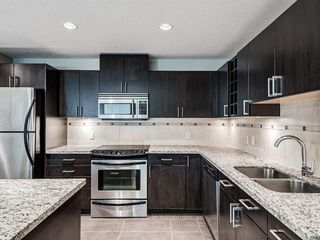 Photo 3: 2101 77 SPRUCE Place SW in Calgary: Spruce Cliff Apartment for sale : MLS®# A1056300