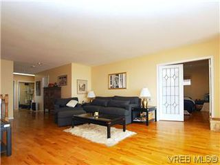 Photo 4: 4029 White Rock St in VICTORIA: SE Ten Mile Point Single Family Detached for sale (Saanich East)  : MLS®# 575918