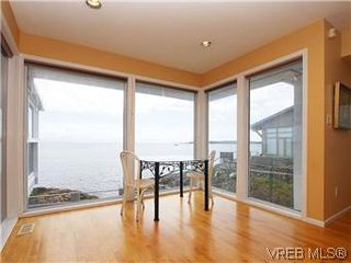 Photo 5: 4029 White Rock St in VICTORIA: SE Ten Mile Point Single Family Detached for sale (Saanich East)  : MLS®# 575918