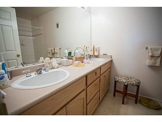 """Photo 6: 71 9012 WALNUT GROVE Drive in Langley: Walnut Grove Townhouse for sale in """"QUEEN ANNE GREEN"""" : MLS®# F1447003"""