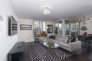 """Photo 7: 704 535 SMITHE Street in Vancouver: Downtown VW Condo for sale in """"DOLCE"""" (Vancouver West)  : MLS®# R2048097"""