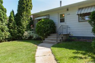 Photo 3: 1224 M Avenue South in Saskatoon: Holiday Park Residential for sale : MLS®# SK701338