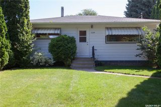 Photo 2: 1224 M Avenue South in Saskatoon: Holiday Park Residential for sale : MLS®# SK701338