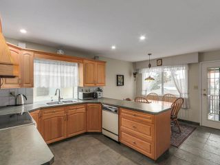 Photo 2: 11611 98A Avenue in Surrey: Royal Heights House for sale (North Surrey)  : MLS®# R2213451