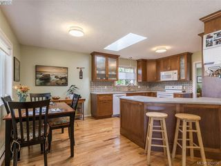 Photo 5: 4570 Viewmont Ave in VICTORIA: SW Royal Oak House for sale (Saanich West)  : MLS®# 775672