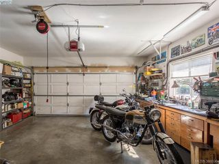 Photo 16: 4570 Viewmont Avenue in VICTORIA: SW Royal Oak Single Family Detached for sale (Saanich West)  : MLS®# 386036