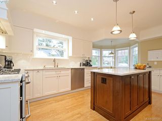 Photo 6: 700 Cowper Street in VICTORIA: SW Gorge Single Family Detached for sale (Saanich West)  : MLS®# 389551