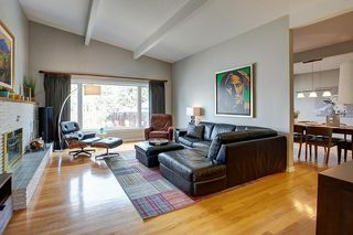 Photo 2: 1036 78 Avenue SW in Calgary: Chinook Park Detached for sale : MLS®# C4299058