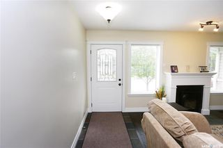 Photo 2: 323 Montreal Avenue South in Saskatoon: Meadowgreen Residential for sale : MLS®# SK833789