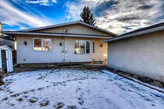 Photo 2: 3620 58 Avenue SW in Calgary: Lakeview Detached for sale : MLS®# A1053407