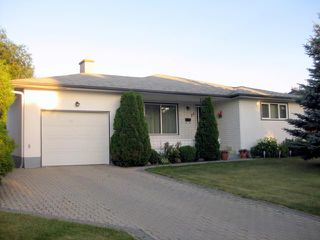 Main Photo: 20 KAREN Street in WINNIPEG: North Kildonan Residential for sale (North East Winnipeg)  : MLS®# 1114639
