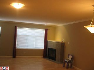 Photo 3: 502 9580 PRINCE CHARLES Boulevard in Surrey: Queen Mary Park Surrey Townhouse for sale : MLS®# F1119233