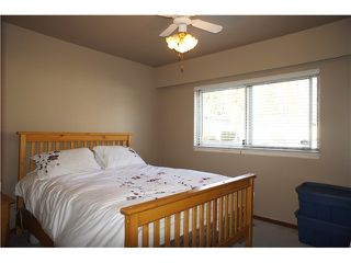 Photo 4: 4376 PINEWOOD Crescent in Burnaby: Garden Village House for sale (Burnaby South)  : MLS®# V1037956