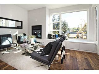 Photo 2: 1 4733 17 Avenue NW in Calgary: Montgomery Townhouse for sale : MLS®# C3636624