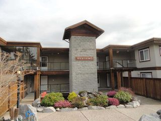 Main Photo: 303W 5780 TRAIL Avenue in Sechelt: Sechelt District Condo for sale (Sunshine Coast)  : MLS®# R2079015