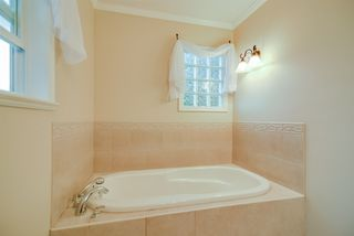 Photo 13: 21666 MOUNTAINVIEW Crescent in Maple Ridge: West Central House for sale : MLS®# R2102654