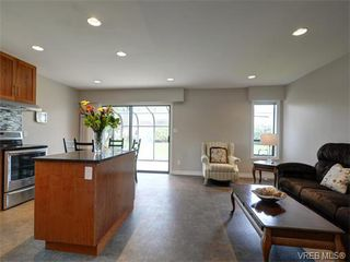 Photo 8: 4077 N Livingstone Ave in VICTORIA: SE Mt Doug Single Family Detached for sale (Saanich East)  : MLS®# 753942