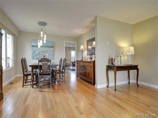Photo 5: 4077 N Livingstone Ave in VICTORIA: SE Mt Doug Single Family Detached for sale (Saanich East)  : MLS®# 753942