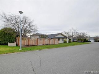 Photo 20: 4077 N Livingstone Ave in VICTORIA: SE Mt Doug Single Family Detached for sale (Saanich East)  : MLS®# 753942
